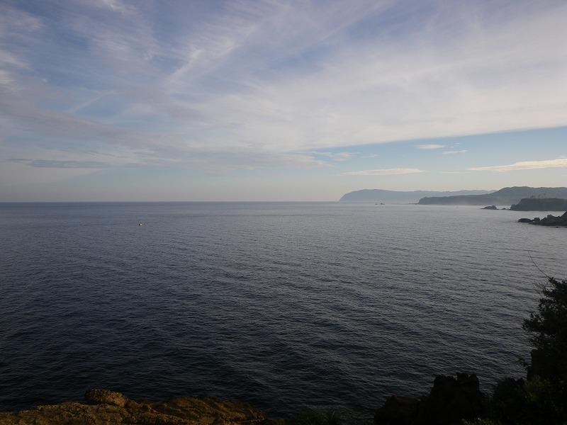 ヤセの断崖から海を望む